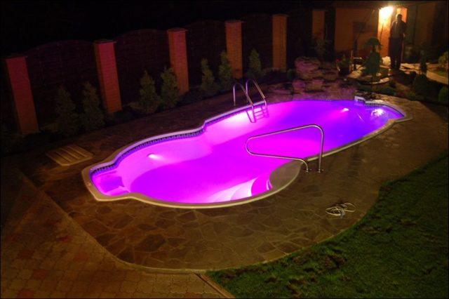 Освещение в бассейне своими руками