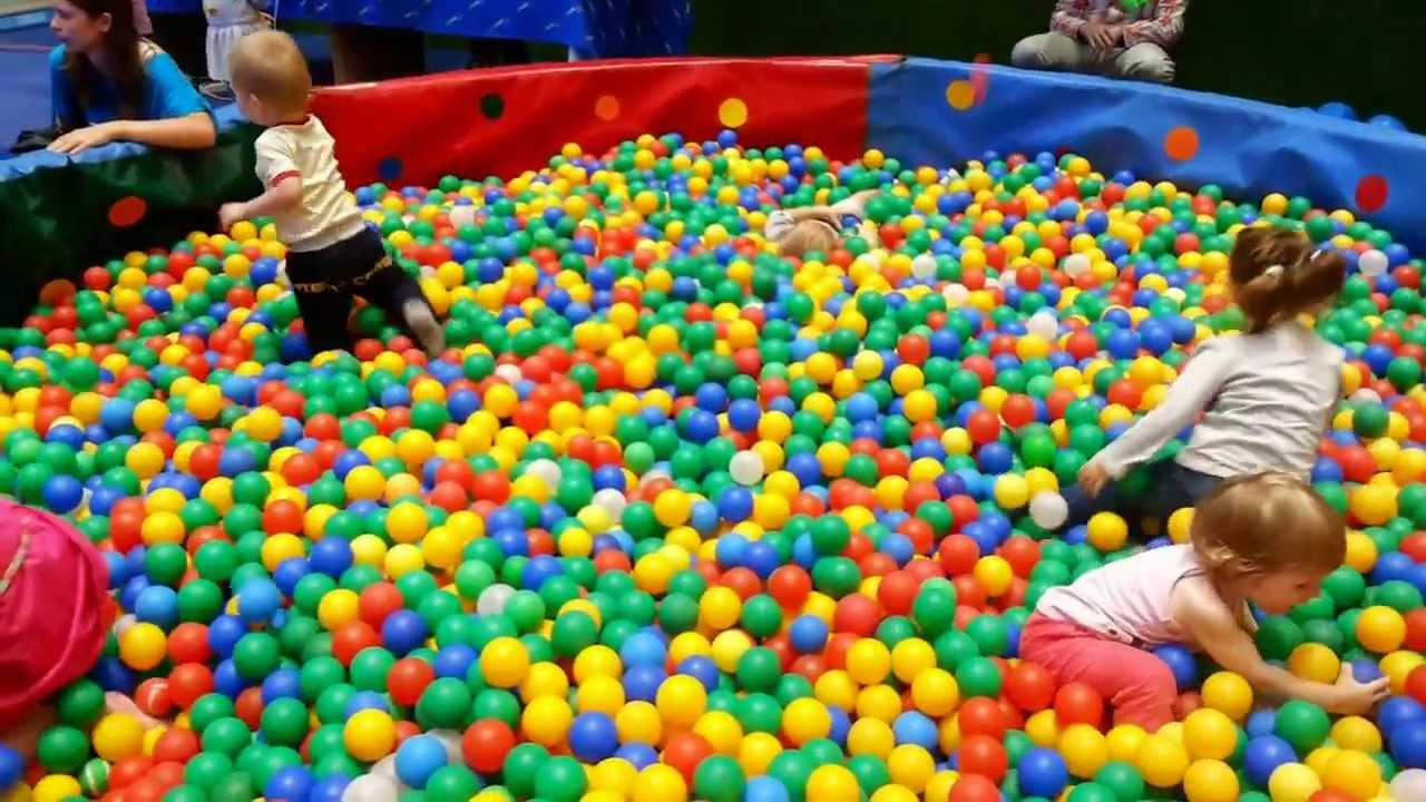 Фото дети в бассейне с шарами