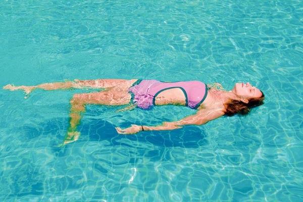 Плавать с пользой для позвоночника