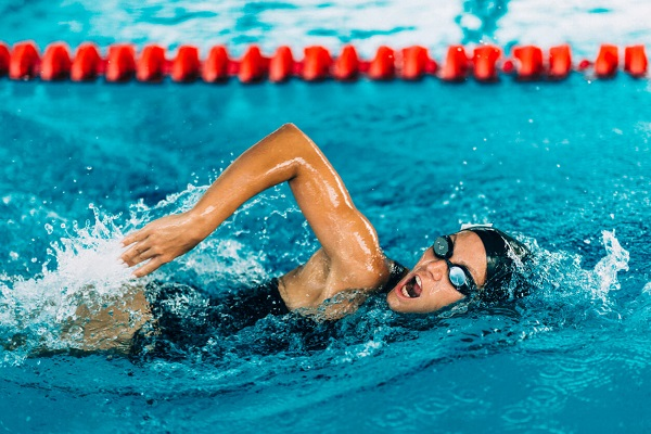 Женщина плавчиха