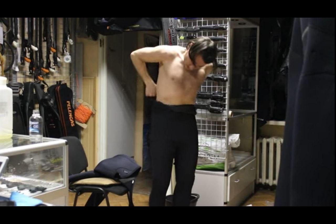 Надеть штанины